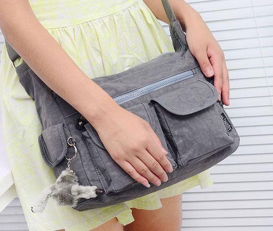 กระเป๋าสะพายข้าง ผู้หญิง ผ้าไนลอน กันน้ำ ทรงสี่เหลี่ยม ขนาดกำลังดี ไม่เทอะทะ ใส่ของได้เยอะ แนว Sport สีเทา สีพื้น สวย ๆ 390952_1
