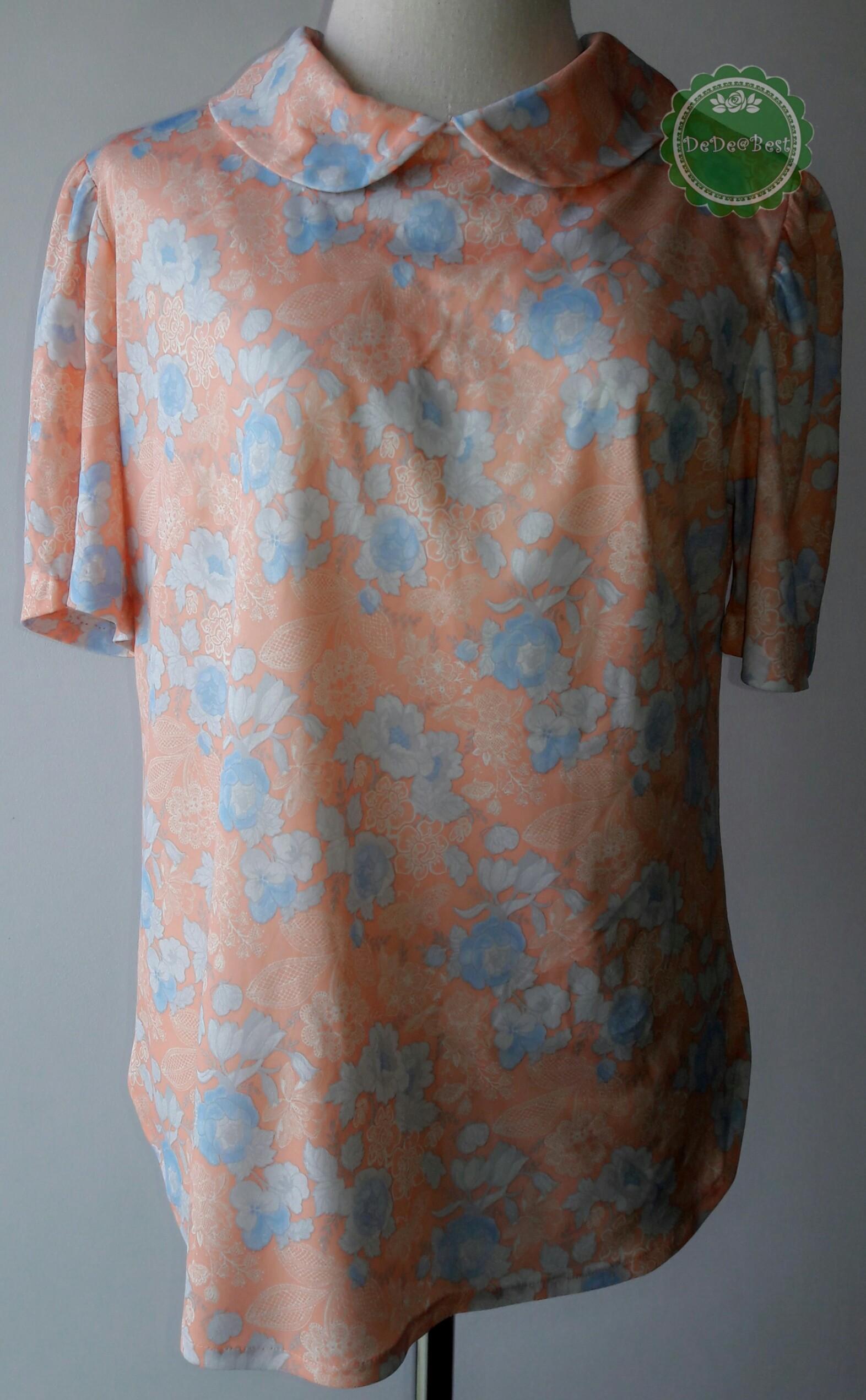 T54:Vintage top เสื้อวินเทจสีส้มอ่อน ปกบัว ลายลูกไม้ ดอกไม้ และผีเสื้อ