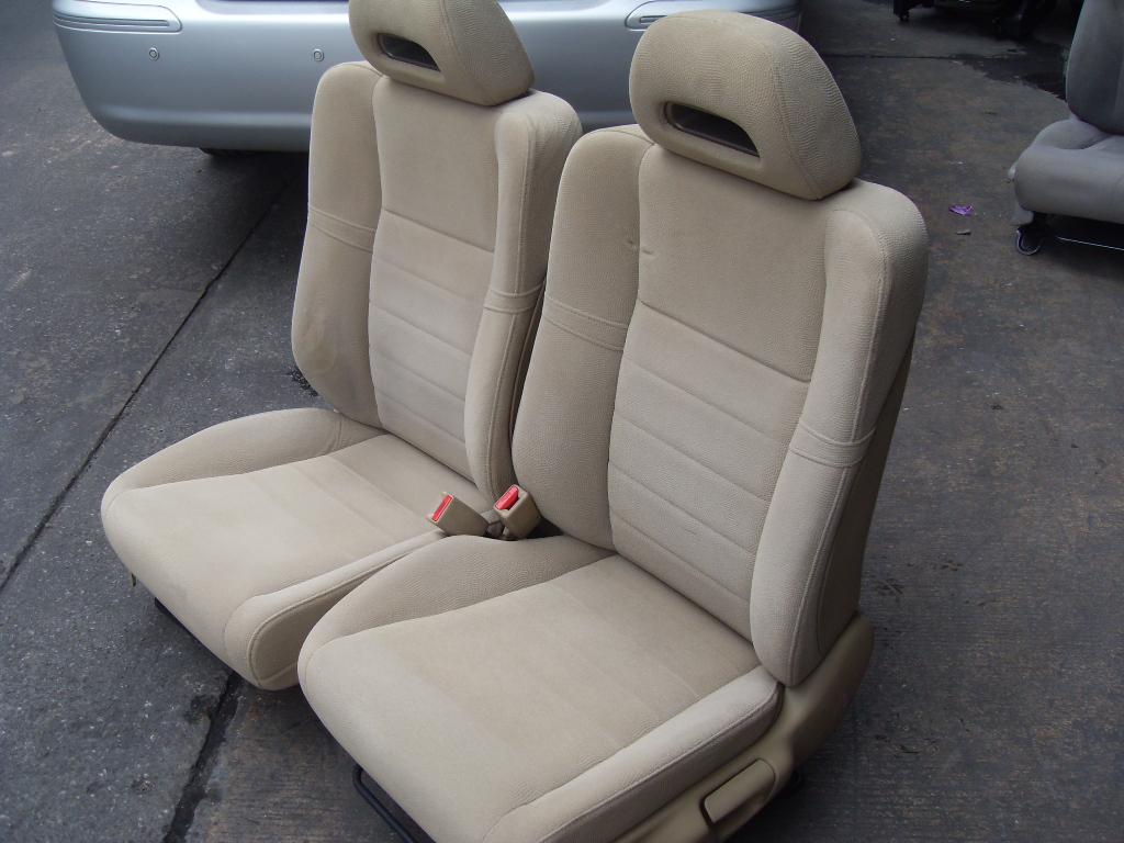 Honda Civic FD ปี2006 เบาะCivic FD เบาะซีวิค นางฟ้า เอฟ.ดี. สีครีม ลายดอนหอยหลอด เบาะHonda Civic เบาะฮอนด้า ซีวิค FD สีครีม ราคาตามข้างล่างนี้เป็นราคาต่อคู่นะครับ