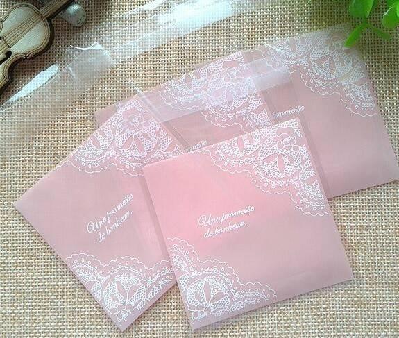 ถุงเบเกอรี่ ถุงขนมปัง แบบมีเทปกาว สีชมพู 100 ใบ/ห่อ (10*10+3 cm.)