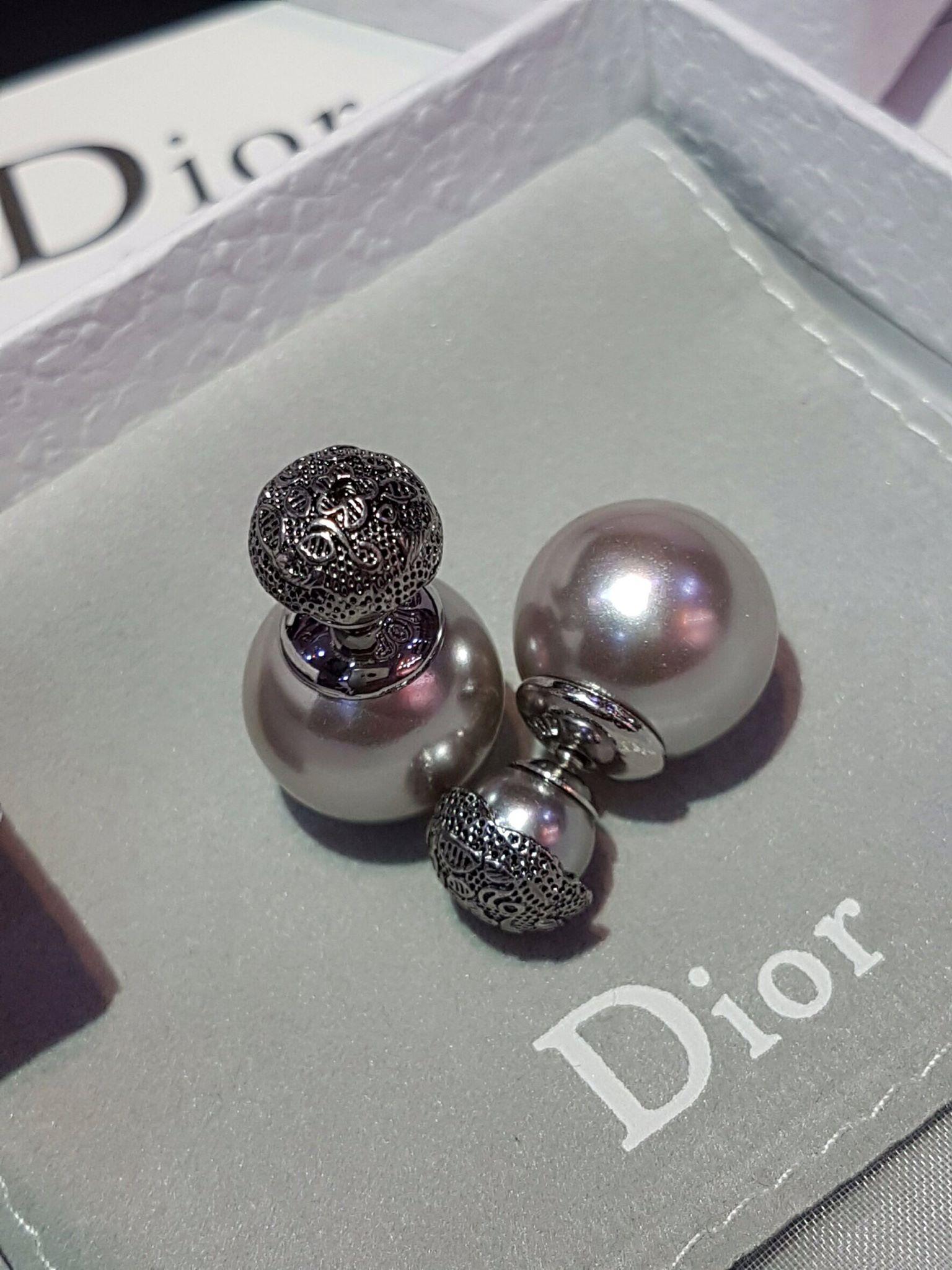 พร้อมส่ง Dior gray pearl earring ต่างหูดิออร์สีเทา ทรงClassic ม๊าก รุ่นเก่าหายาก