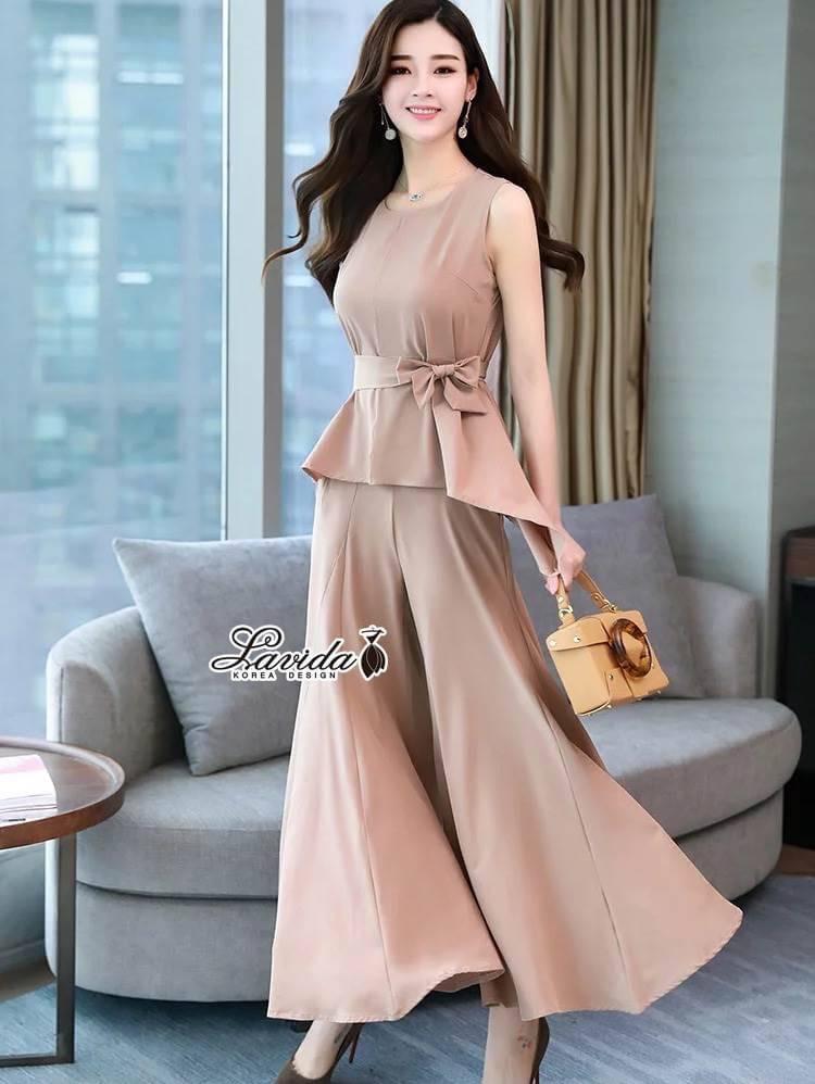 Fashionable sleeveless top long pants set