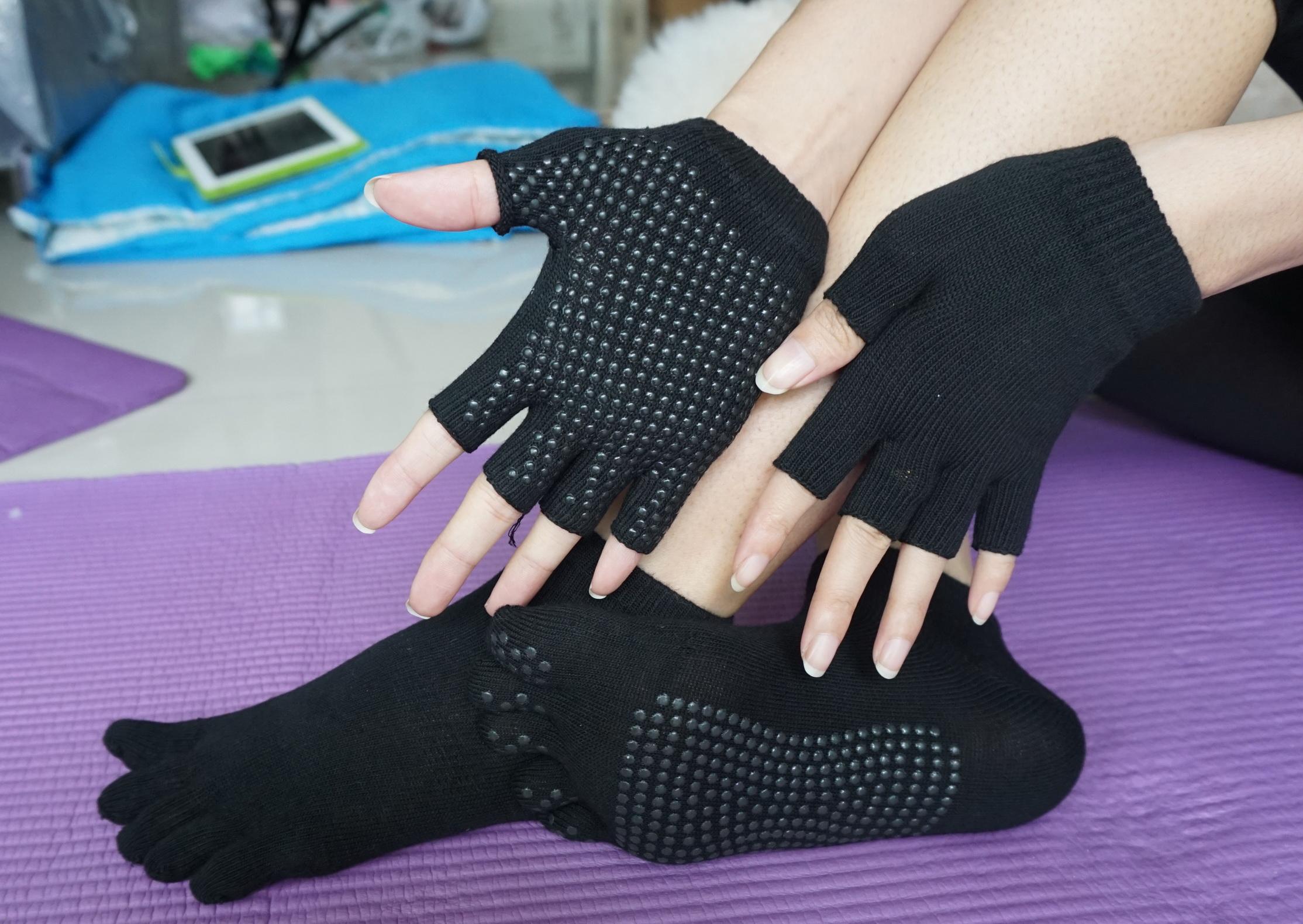 (พรีออเดอร์) ถุงมือ ถุงเท้าโยคะ กันลื่น YKSM40-19