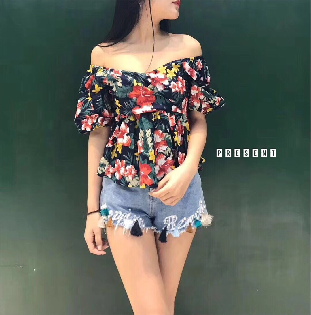 เสื้อลายดอกคอวี สวยดอกดูดี