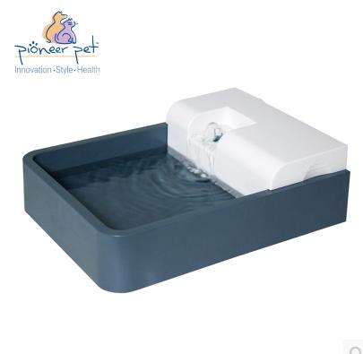 ถาดน้ำแบบน้ำพุ มีอุปกรองน้ำ ช่วยให้ดื่มน้ำมากขึ้น ความจุ 1.8 L