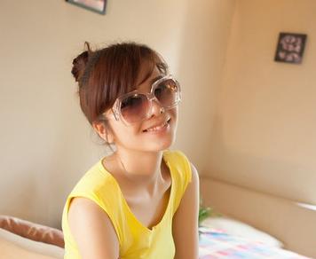 แว่นตากันแดดแฟชั่นเกาหลี กรอบเหลี่ยมสีเหลืองใส