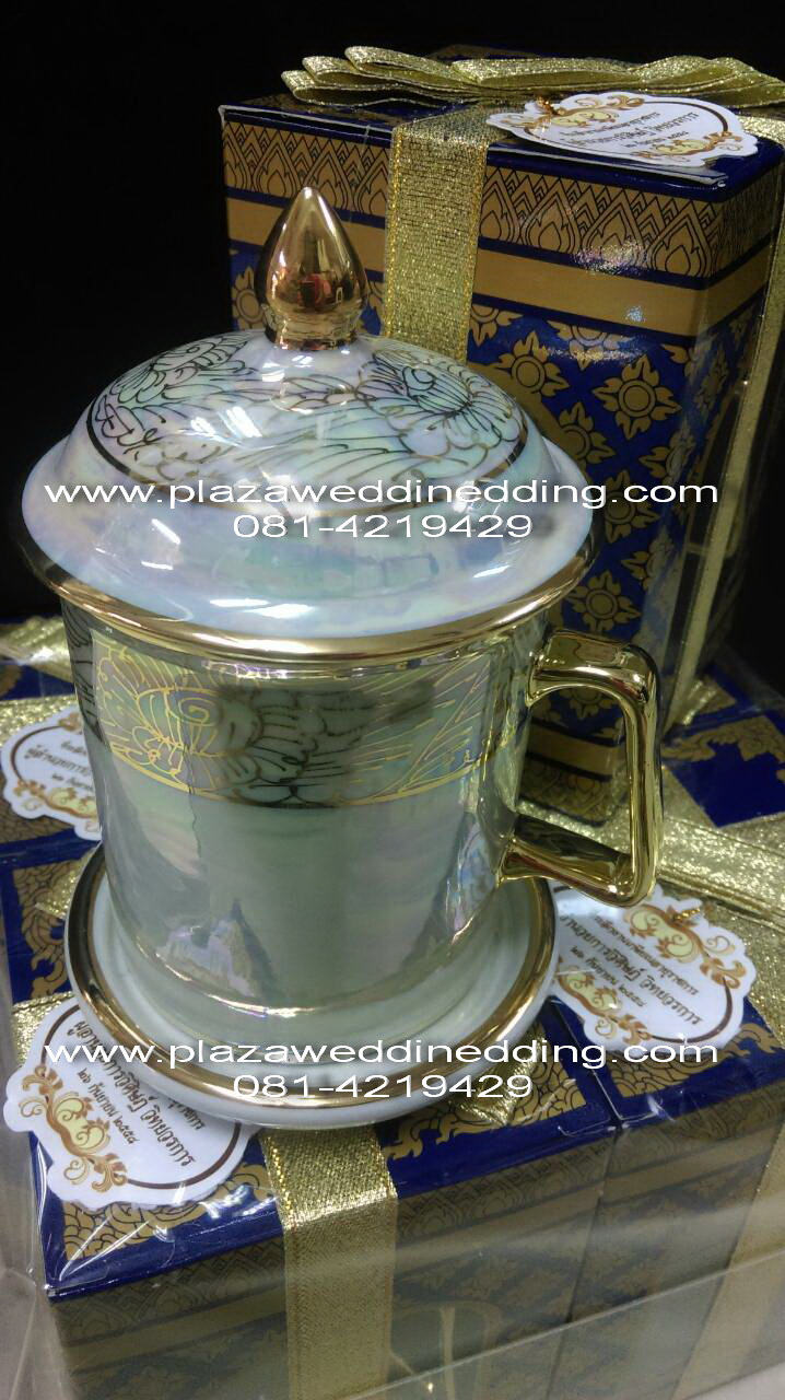 แก้วมัคเนื้อมุข พร้อมผ้าปิด ฝา+แก้ว+จานรอง มีทั้งหมด 3 ชิ้น แพคกล่องลายไทย ผูกโบว์ พร้อมป้ายชื่อ ฟรี