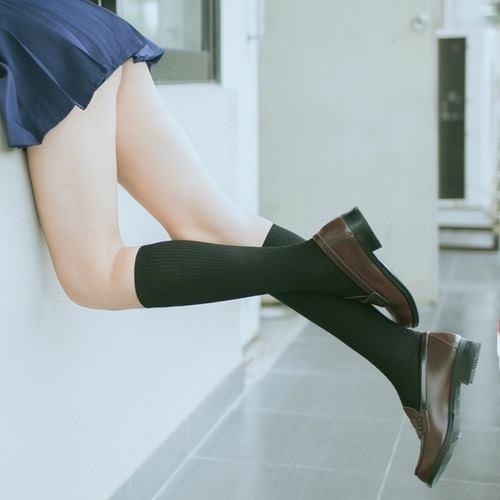 ถุงเท้านักเรียนใต้เข่าสีดำ