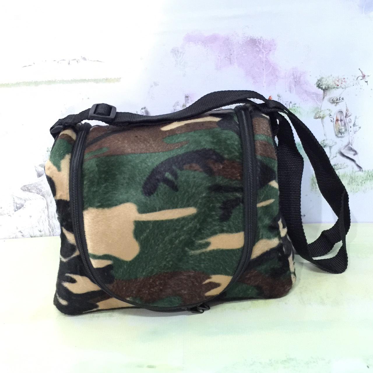 กระเป๋าผ้าขนนุ่ม(ใส่กรงโค้งได้) ลายทหาร