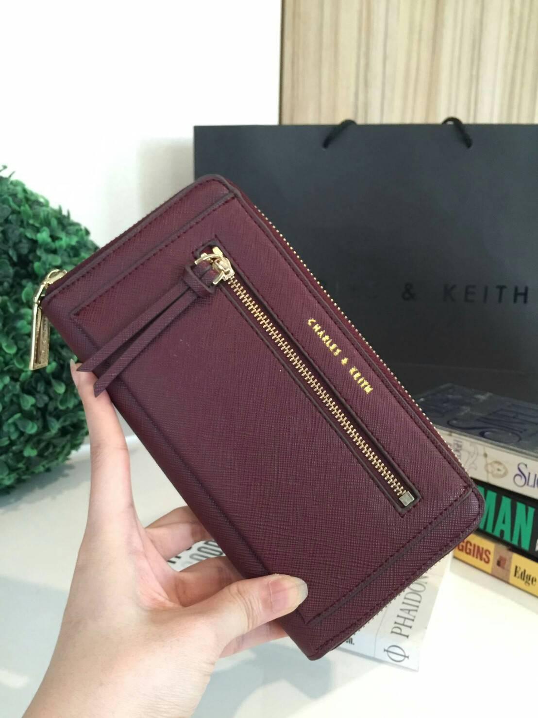 กระเป๋าสตางค์ Charle & Keith Front Zip Detail Wallet สีแดง ราคา 1,090 บาท Free Ems
