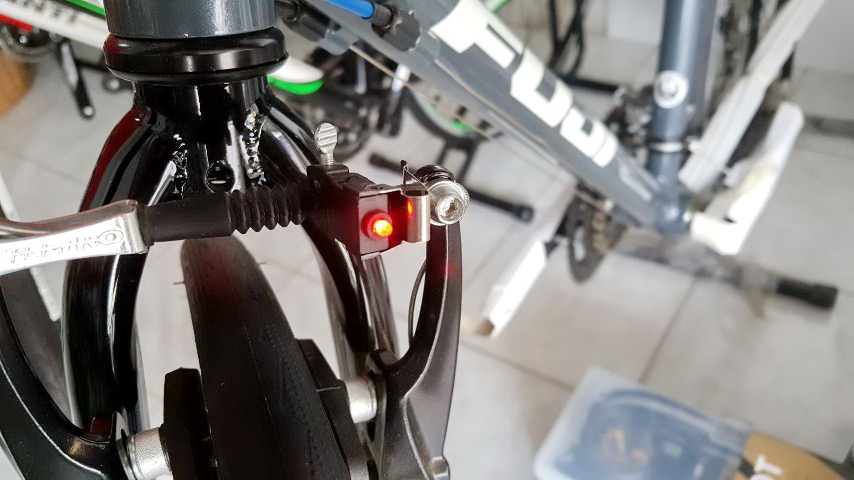 ไฟเบรคจักรยาน Nano ติดตั้งได้ทั้ง V Brake Disc Brake และเบรคแบบเคเบิ้ลั่วไป