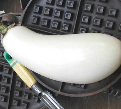 Casper Eggplant (มะเขือแคสเปอร์)
