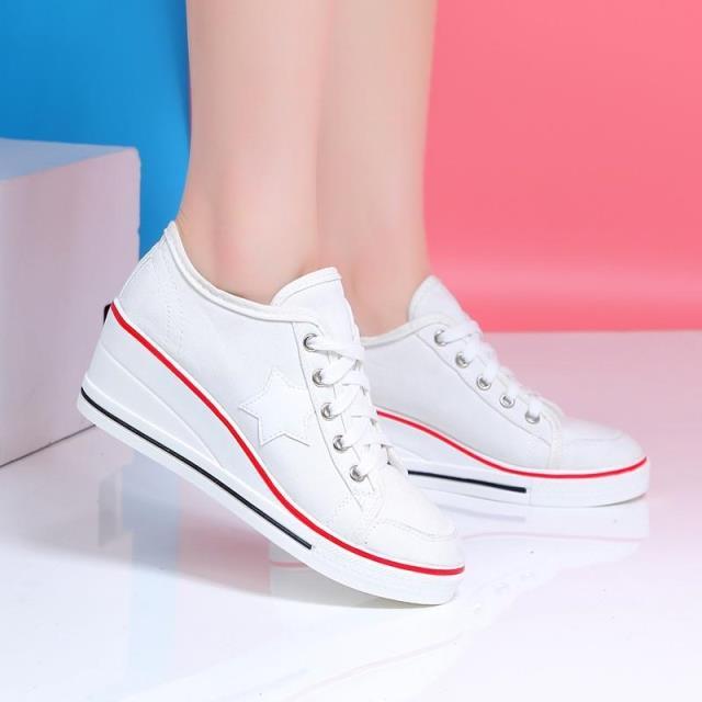 [มีหลายสี] รองเท้าผ้าใบส้นสูง ปักลายดาว รุ่นไม่หุ้มข้อ ผูกเชือกด้านหน้า สวย สไตล์เกาหลี ส้นสูง 2 นิ้ว