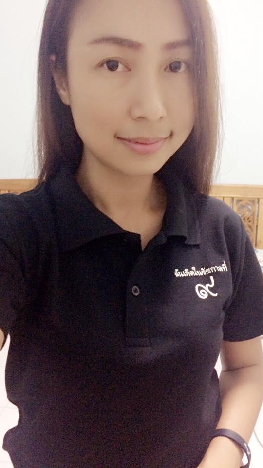 เสื้อโปโลสีดำ