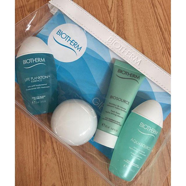 **พร้อมส่ง**Biotherm Aquasource PMN Gift Time Set 4 Items ชุดฟื้นบำรุงผิวหน้าให้ชุ่มชื่นกระจ่างใส เหมาะสำหรับผิวธรรมดา-ผิวผสม มีแพลงตอน 30 ml. รวมในเซ็ทนี้ด้วยนะคะ+กระเป๋า1 ใบ ,