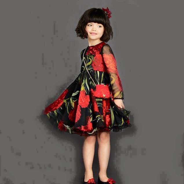ชุดเด็ก : ชุดเดรสสีแดง ลายดอกไม้สีแดง