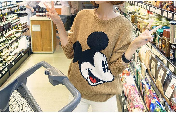 เสื้อแฟชั่นเกาหลีน่ารักๆ เสื้อแขนยาวไหมพรม สีน้ำตาล พิมพ์ลายมิ้กกี้เมาส์ สำเนา