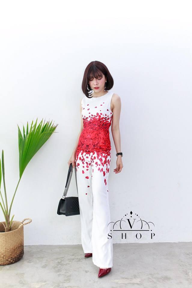 เดรสกางเกงสีขาว ลายกลีบดอกกุหลาบแดง แฟชั่นชุดออกงานลุคสาวมั่น สวยเท่ห์ ดูดี