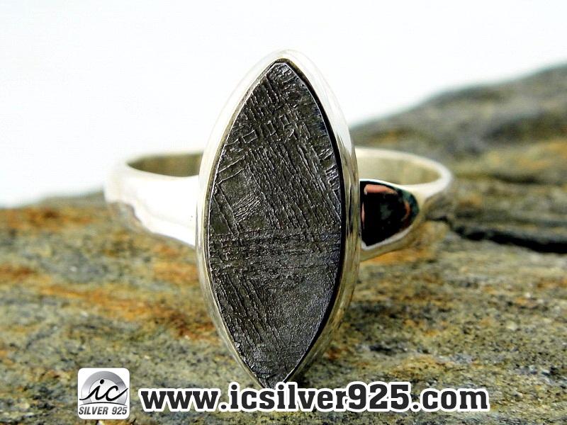 ▽หินดาวตกกีเบียน GIBEON METEORITE-แหวนเงินแท้ 925 (แหวนเบอร์ : 58, 4.4g)
