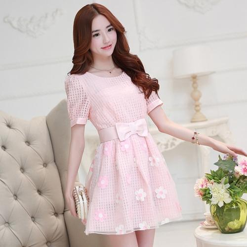 ชุดเดรสออกงาน ไปงาน สีชมพู สวยหวานน่ารักสไตล์เกาหลี ผ้า organza แขนสั้น กระโปรงปักลายดอกไม้สุดน่ารัก พร้อมเข็มขัดผ้ารูปโบว์ใหญ่เข้าชุด M L XL