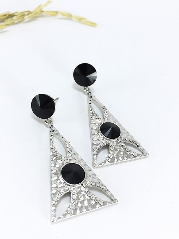 Antique Triangle Earring ต่างหูแฟชั่นเกาหลี ตุ้มหูห้อย ทรงสามเหลี่ยมสีเงิน พร้อมส่งค่ะ