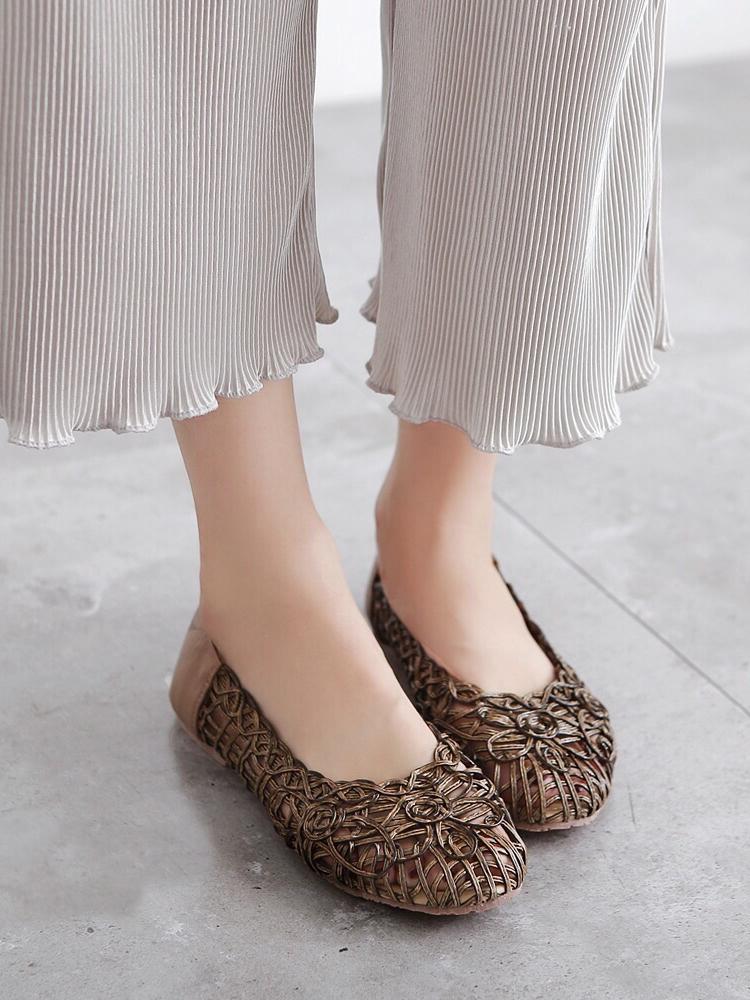 รองเท้าคัทชูส้นแบน ลายดอกไม้สาน (สีน้ำตาล)