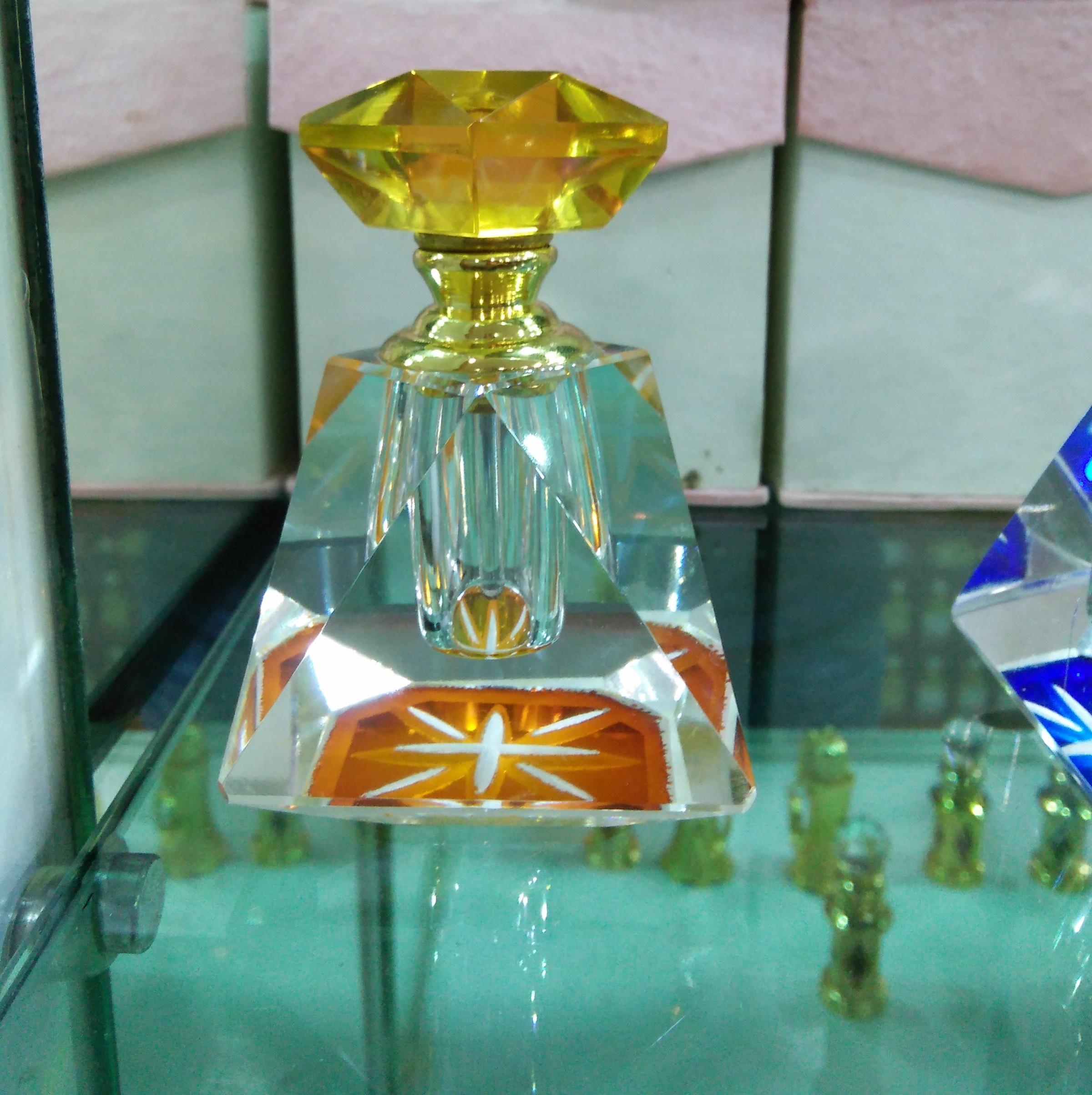 ขวดแก้วสำหรับใส่น้ำมันกฤษณาขนาด 6ml. แท่งแก้ว ฝาทอง พร้อมกล่องกระดาษสวย