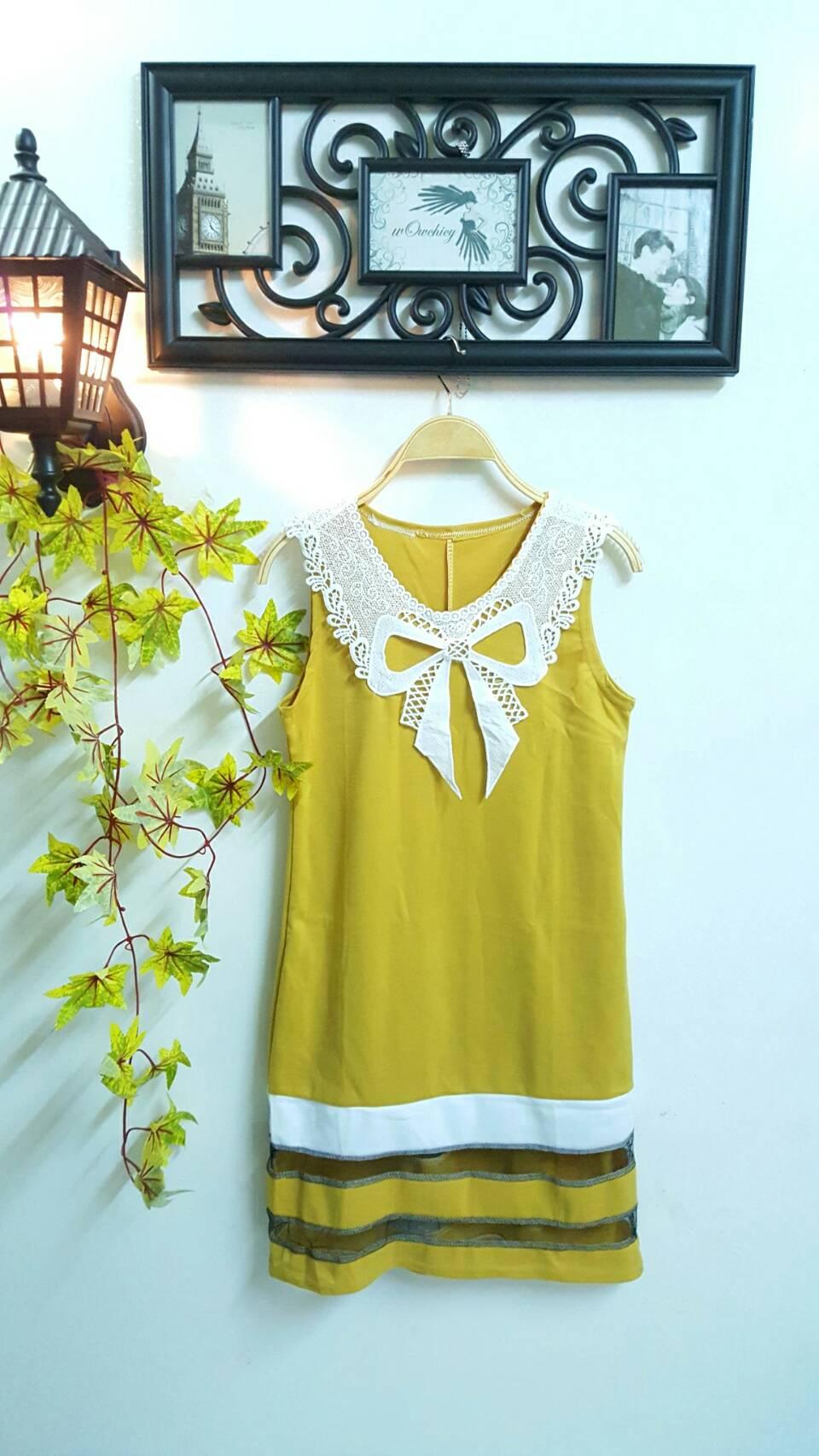 WOW Mini Dress : ชุดเดรสกระโปรงสั้นแขนกุด แต่งลูกไม้โบว์ที่คอเสื้อ แต่งชายกระโปรงต่อชั้นผ้ามุ้งสวย ผลิตจากผ้าแมง โก้หนานุ่มค่ะ