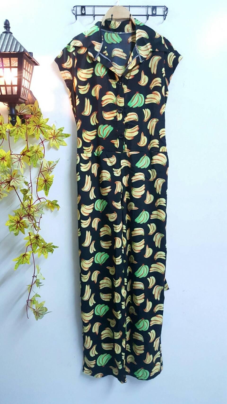 WOW Jumpsuit : ชุดจั๊มสูทกางเกงขายาวผ้าไหมอิตาลี่ พื้นสีดำลายกล้วย คอปกกระดุมหน้า มีสม็อคด้านหลังและเชือกผูกค่ะ ผ้านิ่มใส่สบาย