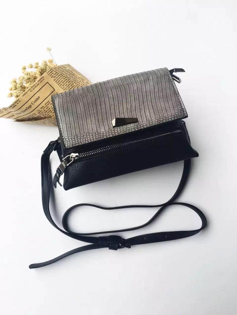 กระเป๋าสะพายแฟชั่น กระเปาสะพายข้างผู้หญิง ทรงคางหมู ลายหนังงู [สีเทา ]