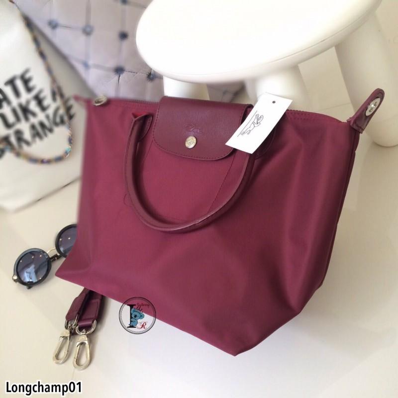 กระเป๋าถือ กระเป๋าสะพายข้างผู้หญิง งานพรีเมี่ยม แบบชนช้อป วัสดุไนล่อน Longchamp [สีเลือดหมู ]