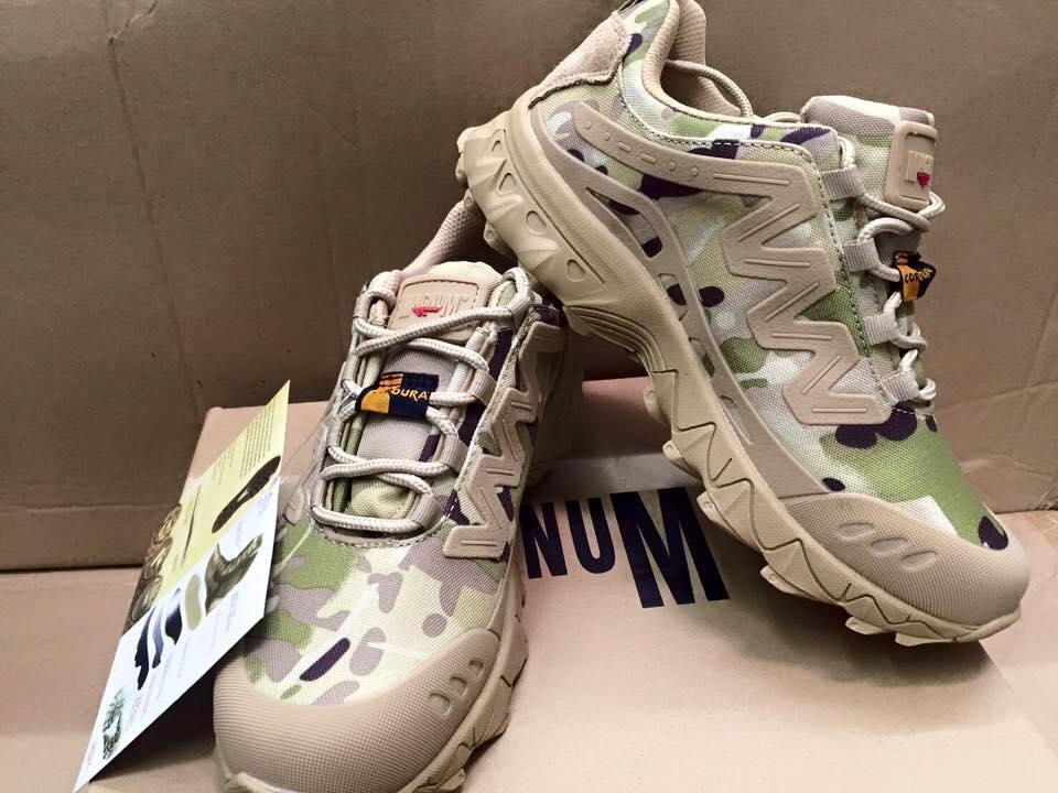 รองเท้าเดินป่า New Magnum สีมัลติแคม