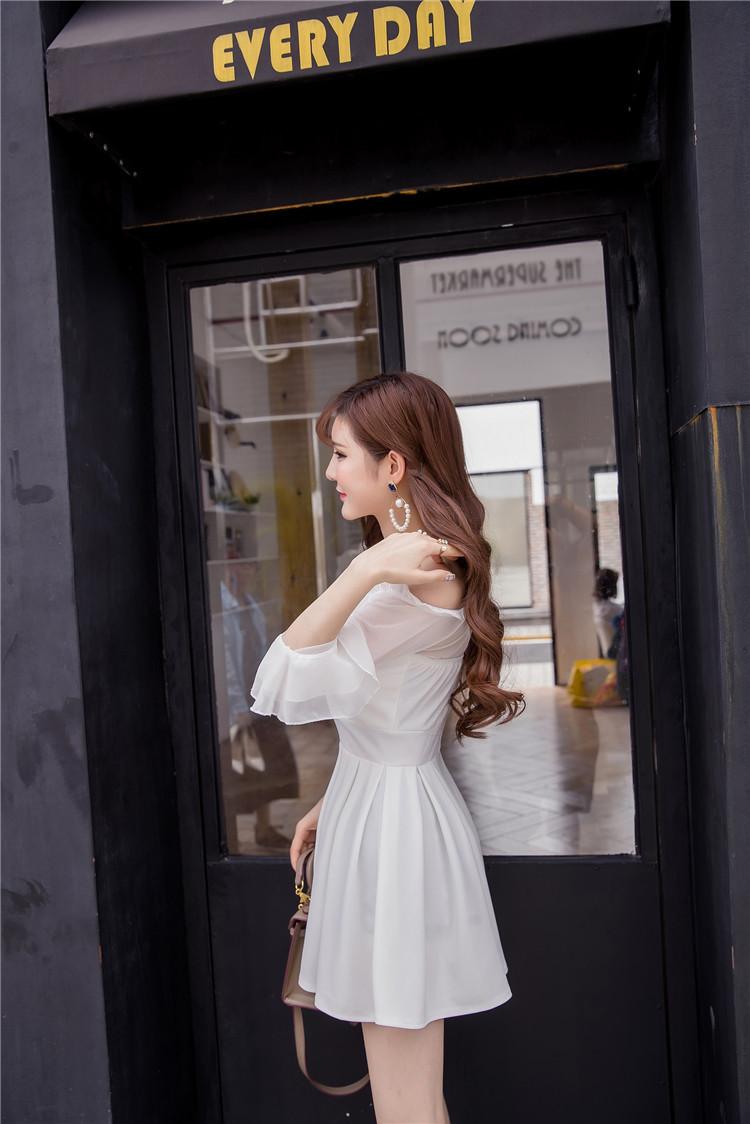 ชุดเดรสแฟชั่นเกาหลีสีขาวปาดไหล่สวยๆ
