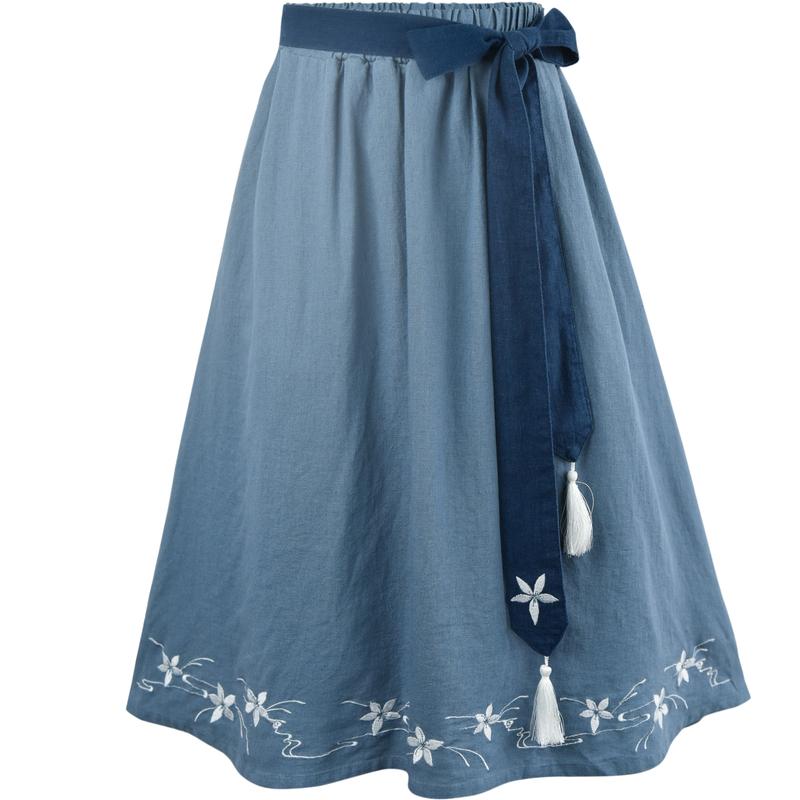 Pre-Order กระโปรงผ้าฝ้ายดิบสีน้ำเงินปักลายดอกไม้ มีผ้าผูกเอว
