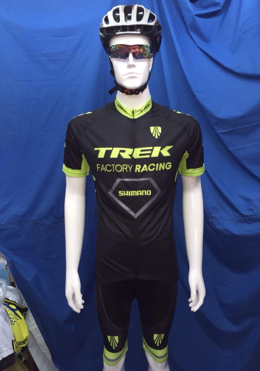 ชุดปั่นจักรยานแขนสั้น TREK สีดำเขียว เป้าเจล (แอดไลน์ @pinpinbike ใส่ @ ข้างหน้าด้วยนะคะ)