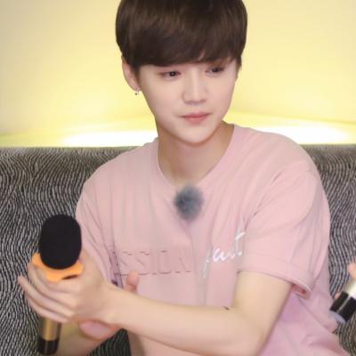 เสื้อยืดแขนสั้นสีชมพูเกาหลี EXO พิมพ์ลายอักษร