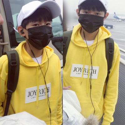 เสื้อฮู้ดแขนยาวสีเหลือง TFBOYS แต่งลายด้านหน้า