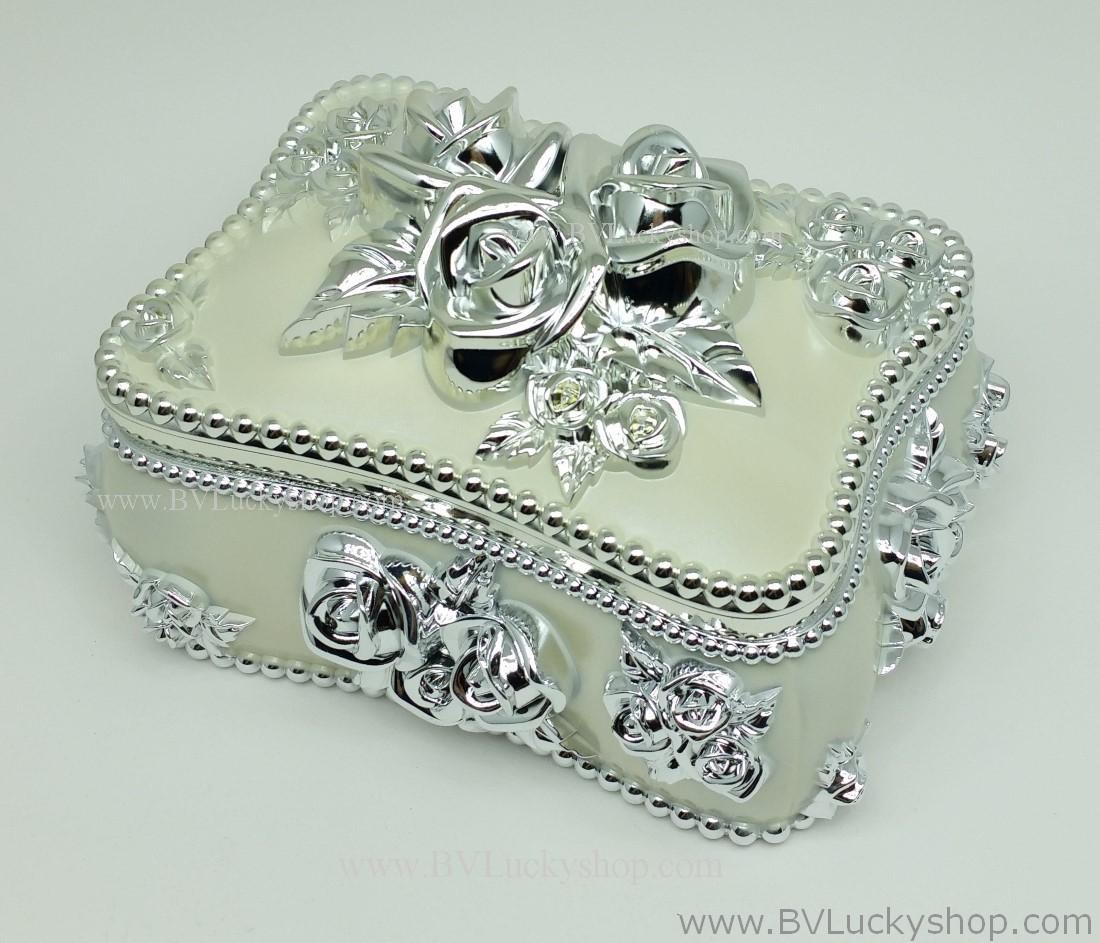 กล่องเก็บเครื่องประดับ สี่เหลี่ยม ยาว 6.5 นิ้ว - สีขาว/เงิน [SQ18007-W.Silver]