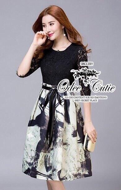 Black&white is gorgeous dress เดรสแบรนด์เนมลุคเรียบหรู โทนสีขาว-ดำคลาสสิค ตัวเสื้อลูกไม้ตัดต่อกระโปรงทรง knife-pleated พิมพ์ลายสวยมากค่ะ ตัดต่อซับในในตัว ทรงสวยเหมือนนางแบบค่ะ Odee&Cutie นำเข้าสินค้า Premium quality สาวๆพลาดไม่ได้นะคะ cuttingเนี๊ยบประณีตก