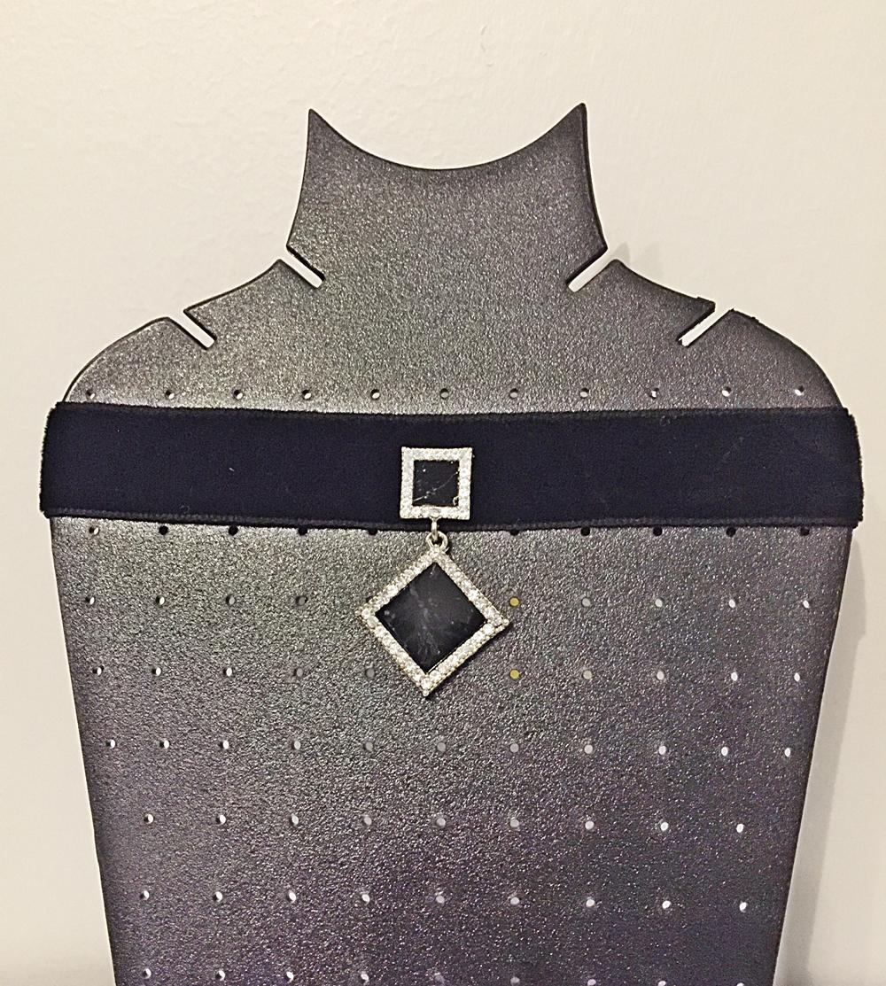 โชคเกอร์กำมะหยี่สีดำ กว้าง 2 นิ้ว จี้รูปสี่เหลี่ยมสีดำประดับเพชร choker พร้อมส่ง โชคเกอร์ราคาถูก