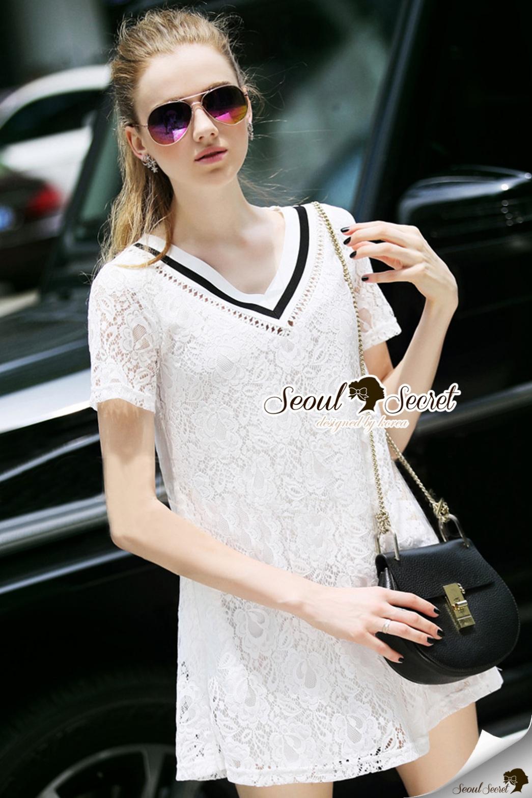 Seoul Secret Say's...Stripy V Collar Lace Chill Dress Material : สวยเก๋สไตล์สาวหวานเก๋ ด้วยมินิเดรสคอวี หวานๆ ด้วยเนื้อผ้าลูกไม้เนื้อนุ่มเติมความเก๋ด้วยงานเย็บแต่งด้วยริบบิ้นผ้ายืดสไตล์สาวเก๋แต่ที่คอ ใส่ง่ายแมตซ์ง่าย จะเป็นเดรสหรือใส่คู่กับกางเกงยีนส