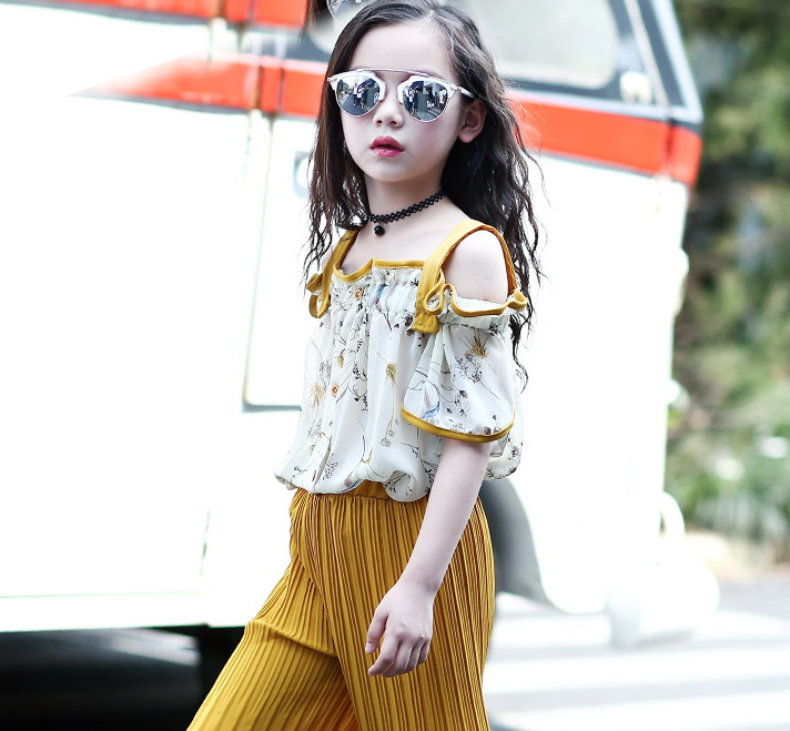 ชุดเซ็ทสาวน้อย เสื้อสายเดี่ยว+กางเกงอัดพลีท ชุดนี้สุดชิล ใส่แล้วพริ้วสวยน่ารักมากค่ะ