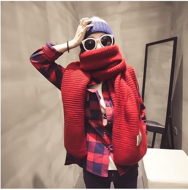 สีแดง ผ้าพันคอไหมพรม เท่ห์ ๆ สไตล์เกาหลี