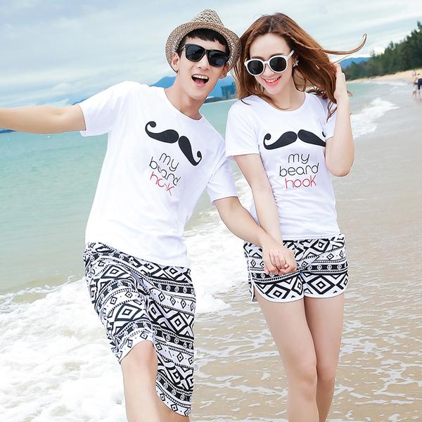 เสื้อคู่รัก ชุดคู่รักเที่ยวทะเลชาย +หญิง เสื้อยืดสีขาวลายหนวด กางเกงขาสั้นลายไทยสีดำ +พร้อมส่ง+