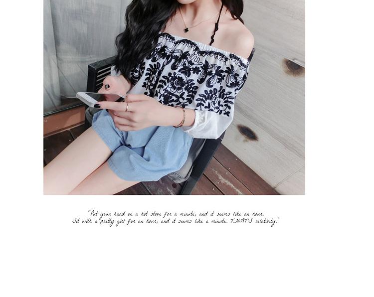 เสื้อแฟชั่นเกาหลี เย็บแต่งด้วยลายรูปไม้ ตัวเสื้อใส่โชว์ไหล่ได้ แขนจั๊ม สีพื้นขาว