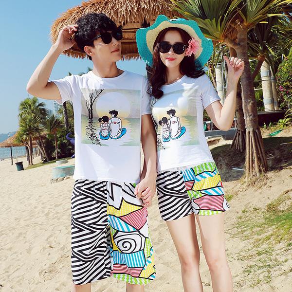 เสื้อคู่รัก ชุดคู่รักเที่ยวทะเลชาย +หญิง เสื้อยืดสีขาวลายคู่รักสวีทพระอาทิพย์ตกดิน กางเกงขาสั้นลายเส้น +พร้อมส่ง+