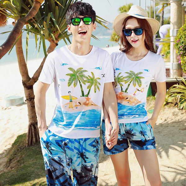 เสื้อคู่รัก ชุดคู่รักเที่ยวทะเลชาย +หญิง เสื้อยืดสีขาวลายคนติดเกาะ กางเกงขาสั้นลายต้นมะพร้าวโทนสีฟ้า +พร้อมส่ง+