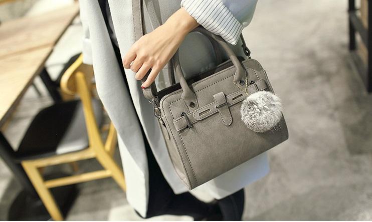 กระเป๋าถือ Blooming life (Gray) แถมฟรี พู่ห้อยกระเป๋า!!