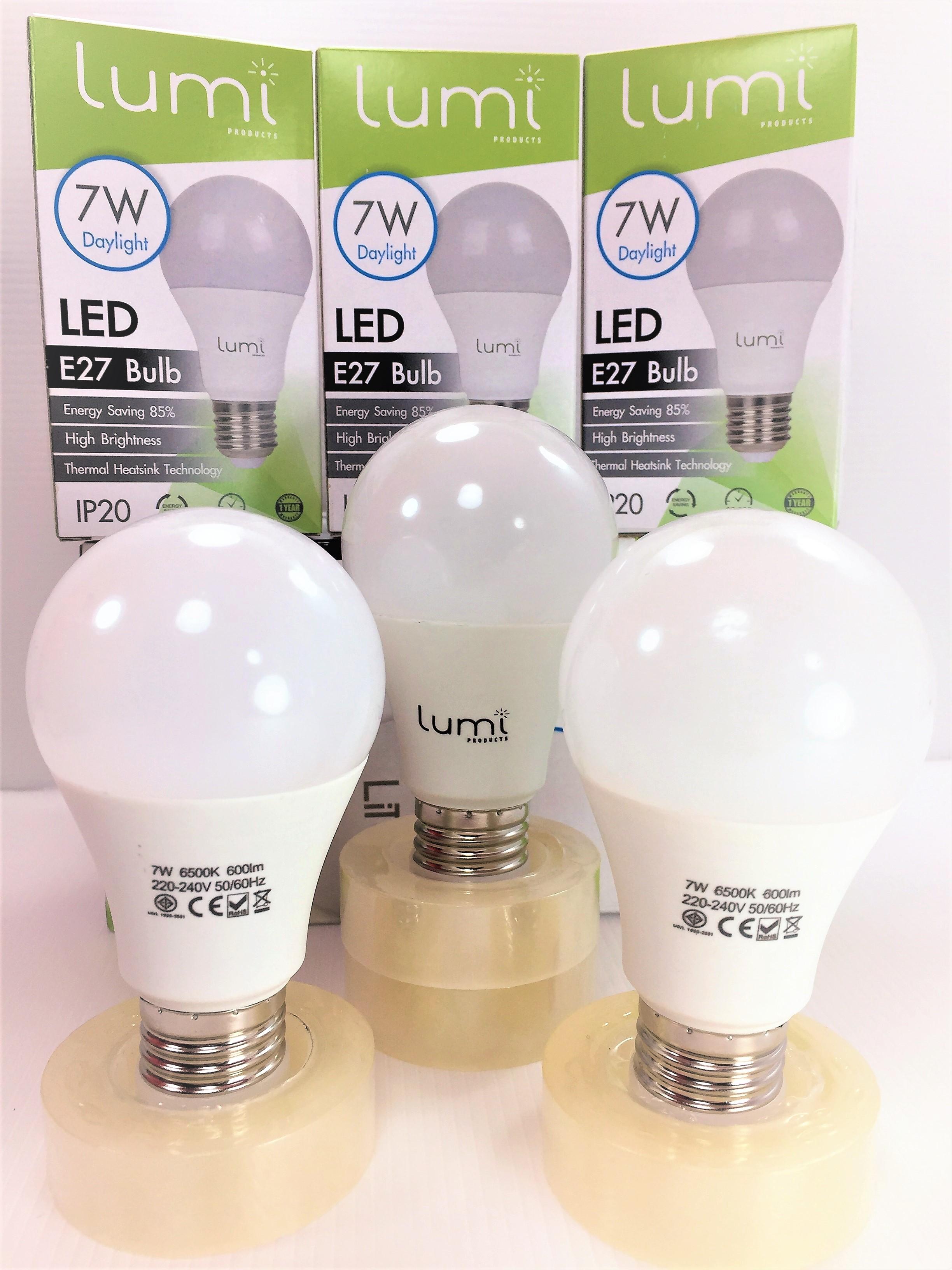หลอด LED E27 7W เดย์ไลท์ Lumi แพ็ค 50 ดวง