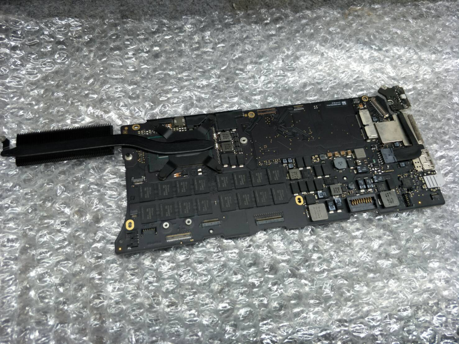 Mainboard Macbook Retina A1502 Pastcode:820-3476-A (มือ2)